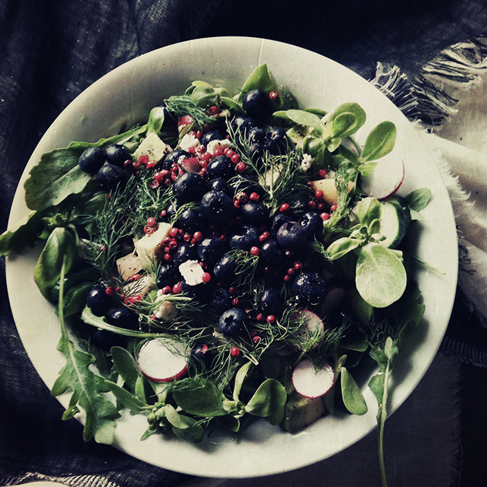 Purslane salad with blueberries // From Hand To Mouth