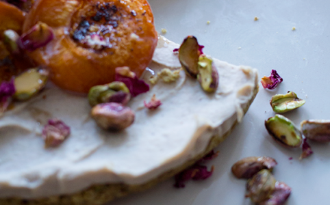 No Bake Apricot Summer Cake with pistachios // From Hand To Mouth